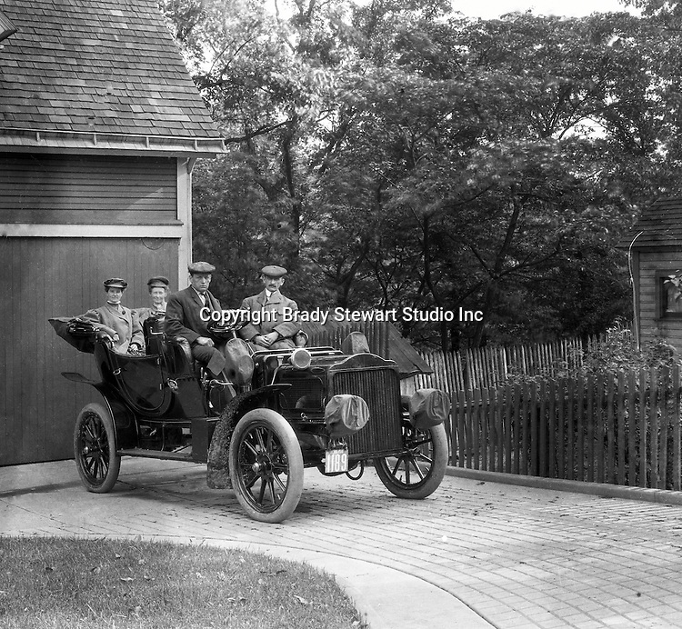 McKeesport PA: Friends of Brady Stewart ready for ride in his new Buick Model F - 1906.