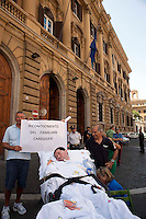 Roma 10 Luglio 2012.Manifestazione davanti al ministero dell'Economia del Comitato 16 Novembre, associazione di persone malate di Sla e loro famigliari, per chiedere il ripristino del fondo della non autosufficienza e gli assegni di cura..Rome, July 10, 2012.Demonstration at the Ministry of Economy, the Committee on November 16, an association of people with ALS and their families o demand the restoration of the fund of the not self-sufficiency and care allowances.