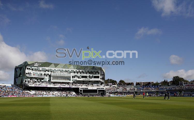PICTURE BY VAUGHN RIDLEY/SWPIX.COM - Cricket - Natwest Series - England v Pakistan, 2nd ODI - Headingley, Leeds, England - 12/09/10...Copyright - Simon Wilkinson - 07811267706...GV, General View.