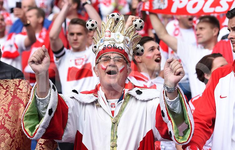 FUSSBALL EURO 2016 GRUPPE C IN PARIS Deutschland - Polen    16.06.2016 Polnische Fans im Stade de France
