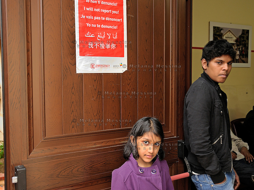 Palermo, headquarters of Emergency:young migrants  waiting for the doctors.<br /> Palermo, locali dell'ambulatorio di Emergency: giovani immigrati  in attesa di essere visitati dai dottori.