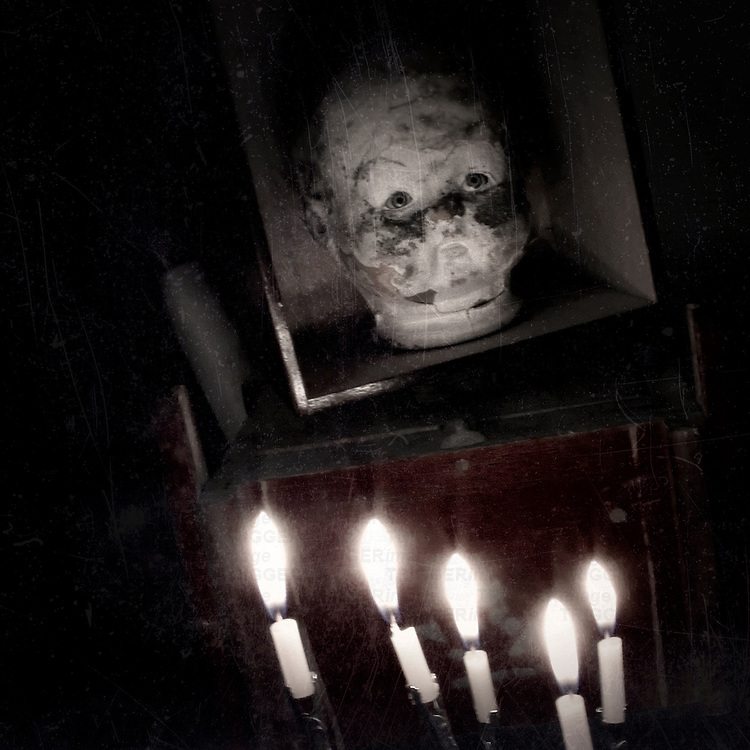 A sculpted face and five candles