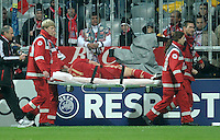 FUSSBALL   CHAMPIONS LEAGUE   SAISON 2011/2012     02.11.2011 FC Bayern Muenchen - SSC Neapel Bastian Schweinsteiger (FC Bayern Muenchen) muss verletzt vom Platz