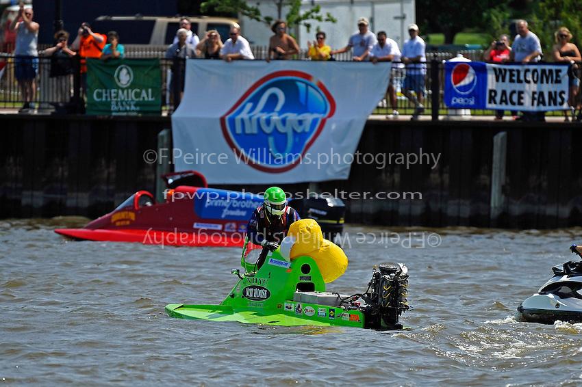 Frame 8, flip 1: Carlos Mendana (#27) barrel rolls in turn 1 during heat 3. Brother Jose Mendana, Jr. (#21) races past as Carlos boat rolls upright.   (Formula 1/F1/Champ class)