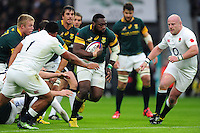 Tendai Mtawarira of South Africa in possession. Old Mutual Wealth Series International match between England and South Africa on November 12, 2016 at Twickenham Stadium in London, England. Photo by: Patrick Khachfe / Onside Images