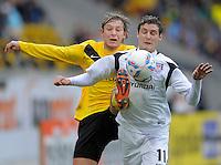 Fussball, 2. Bundesliga, Saison 2011/12, SG Dynamo Dresden - FSV Frankfurt, Sonntag (05.12.11), gluecksgas Stadion, Dresden. Dresdens Robert Koch (li.) gegen Frankfurts Mario Fillinger.