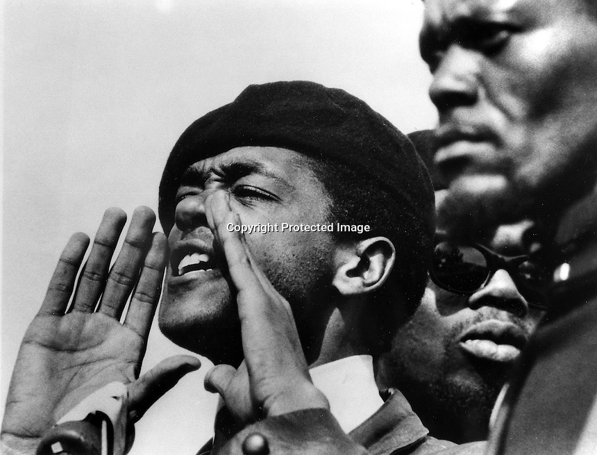 Black Panther Bobby Seale at rally in Lakeside Park in Oakland, California. (1968 photo/Ron Riesterer) copyright @ 2014