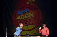 Nick Vujicic (L) born without legs and arms prepares his speech about hope in Budapest, Hungary on April 18, 2013. ATTILA VOLGYI
