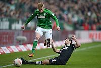 FUSSBALL   1. BUNDESLIGA   SAISON 2012/2013    26. SPIELTAG SV Werder Bremen - Greuther Fuerth                        16.03.2013 Mergim Mavraj (re, Greuther Fuerth) gegen Kevin De Bruyne (li, SV Werder Bremen)