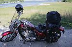 Foto: VidiPhoto..SKANDERBORG - De Honda Sadow VT600 in Denemarken met volle bepakking.
