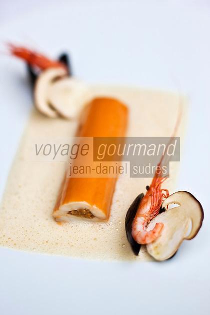 Europe/France/Bretagne/56/Morbihan/Vannes:  Filet de sole farcie d'une duxelles de champignon sauvage, laqué de suc de cuisson à la crevette bouquet , recette de Thierry Séchelles - Restaurant Le Roscanvec