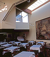 Charles Moore & Turnbull: Faculty Club, U.C.S.B. Dining room.  Photo '83.