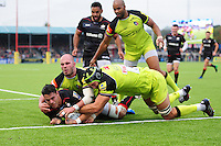 Sean Maitland of Saracens reaches for the try-line. Aviva Premiership match, between Saracens and Leicester Tigers on October 29, 2016 at Allianz Park in London, England. Photo by: Patrick Khachfe / JMP