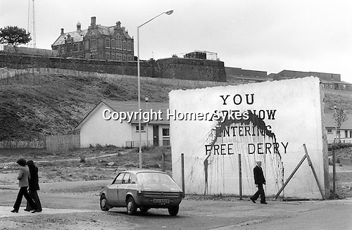 Free derry corner wall painting bogside 1970s northern for Telephone mural 1970