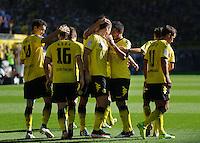 Fussball Bundesliga Saison 2011/2012 8. Spieltag Borussia Dortmund - FC Augsburg Jubel zum 1:0, v.l.: Ivan PERISIC (BVB), Jakub BLASZCZYKOWSKI (BVB), Mats HUMMELS (BVB) Torschuetze Robert LEWANDOWSKI (BVB), Ilkay GUENDOGAN (BVB), Chris LOEWE (BVB), Mario GOETZE (BVB).