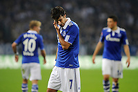 FUSSBALL   1. BUNDESLIGA   SAISON 2011/2012    9. SPIELTAG FC Schalke 04  - 1. FC Kaiserslautern                      15.10.2011 RAUL (Schalke) enttaeuscht