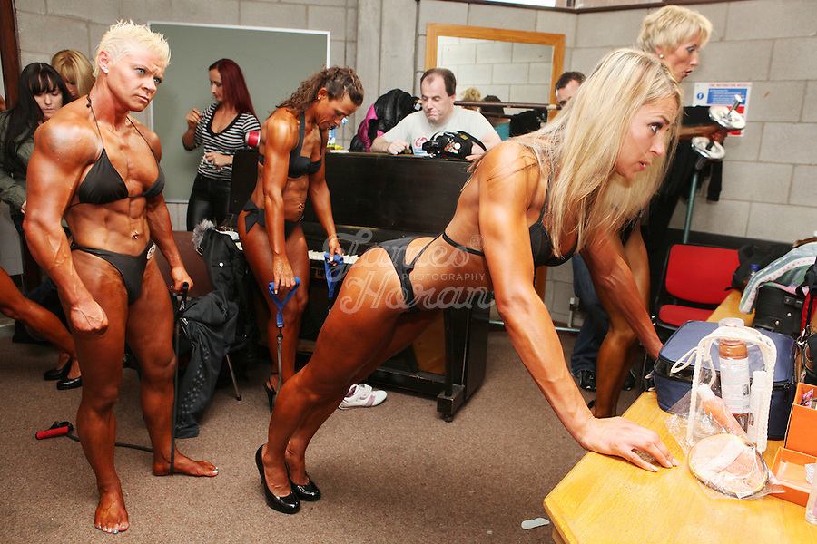 Dating female fitness competitor