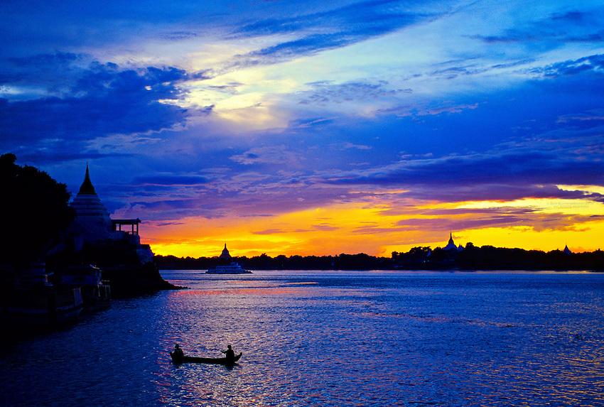 Sunset on the Ayeyarwady River at Shwe Kyet Yet, Sagaing in background, near Mandalay, Burma (Myanmar)