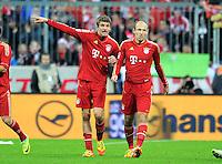 FUSSBALL   1. BUNDESLIGA  SAISON 2011/2012   15. Spieltag FC Bayern Muenchen - SV Werder Bremen        03.12.2011 Jubel nach dem Tor zum 2:1 Thomas Mueller mit  Arjen Robben (v. li., FC Bayern Muenchen)