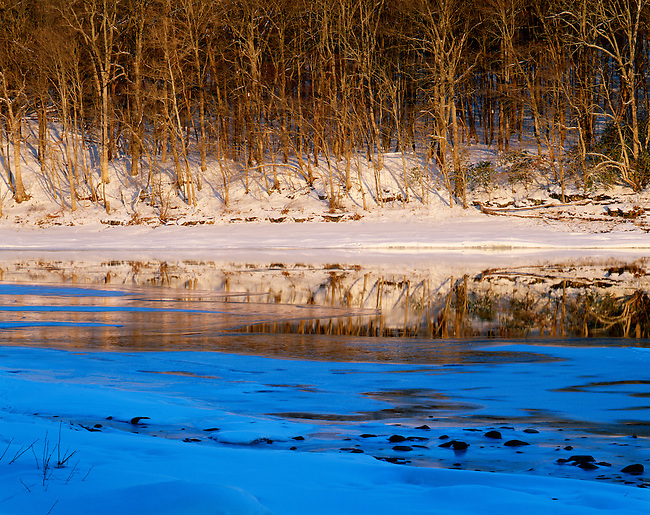 Delaware River; reflections, winter, ice, Delaware Water Gap National Recreation Area, Pennsylvania
