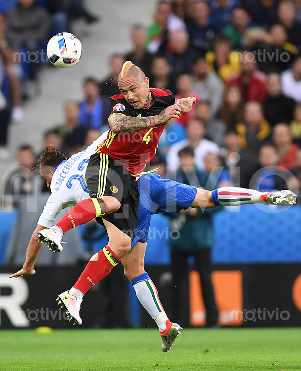 FUSSBALL EURO 2016 GRUPPE E IN LYON Belgien - Italien          13.06.2016 Emanuele Giaccherini (li, Italien) gegen Radja Nainggolan (re, Belgien)