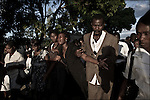© Remi OCHLIK/IP3 - Gonaives on 2010 november 10 - A three-week-old cholera epidemic that has killed more than 640 people in Haiti is spreading quickly in the northwest coastal city of Gonaive.On the road between Gonaives and St Marc people are mourning during funerals ceremonial