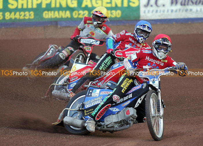 Arena Essex vs Swindon Robins - Elite League 'A' - 06/07/05 - Heat 2 - Arena's Phil Morris on his way to maximum points ahead of Paul Hurry and Swindon's Jonas Davidsson - (Gavin Ellis 2005)