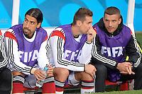 FUSSBALL WM 2014                ACHTELFINALE Deutschland - Algerien               30.06.2014 Sami Khedira. Miroslav Klose und Lukas Podolski (v.l., alle Deutschland) sitzen zu Beginn des Spiels auf der Ersatzbank