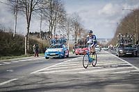 Kevin van Melsen (BEL/Wanty-Groupe Gobert) bringing jackets back to the team car on top of the Nieuwe Kwaremont<br /> <br /> 72nd Dwars Door Vlaanderen (1.UWT)<br /> 1day race: Roeselare &rsaquo; Waregem BEL (203.4km)