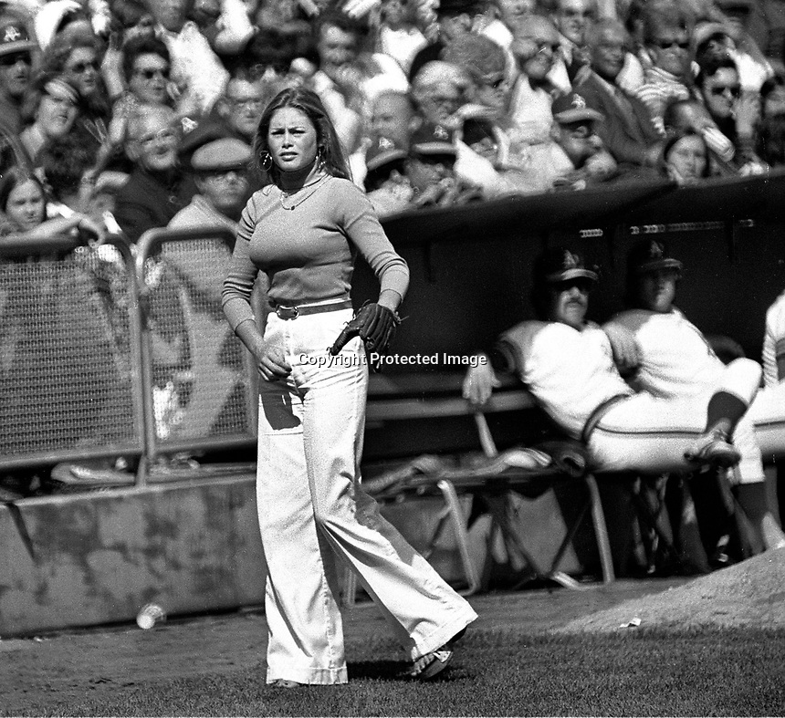 Oakland A's ball girl...Debbie Sivyer AK (Mrs. Fields).(photo 1972 Ron Riesterer)