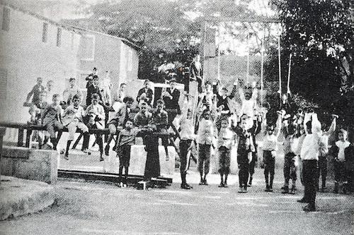 Alumnos del Colegio San Luis Gonzaga, 1899. Periódico El Cojo Ilustrado