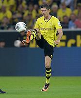 FUSSBALL  1. BUNDESLIGA  SAISON 2013/2014   3. SPIELTAG Borussia Dortmund - Werder Bremen                  23.08.2013 Robert Lewandowski (Borussia Dortmund) Einzelaktion am Ball