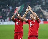 FUSSBALL CHAMPIONS LEAGUE  SAISON 2015/2016 ACHTELFINAL HINSPIEL Juventus Turin - FC Bayern Muenchen             23.02.2016 Dank an die FC Bayern Fans im Juve Stadion; Robert Lewandowski (re) und Mehdi Benatia (hinten li.)