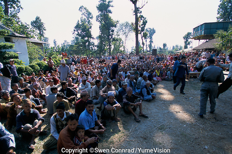 Under UNHCR surveillance, an official delegation from the Bhutanese government recently visited Khudanabari camp (near Damak, Nepal) to inform the refugees, If you ever return to the Royal Kingdom, lands will not be available for reclaimemployment will be available as construction workers.