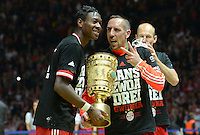 FUSSBALL       DFB POKAL FINALE        SAISON 2012/2013 FC Bayern Muenchen - VfB Stuttgart    01.06.2013 Bayern Muenchen ist Pokalsieger 2013: David Alaba (li) und Franck Ribery (re) mit dem Pokal