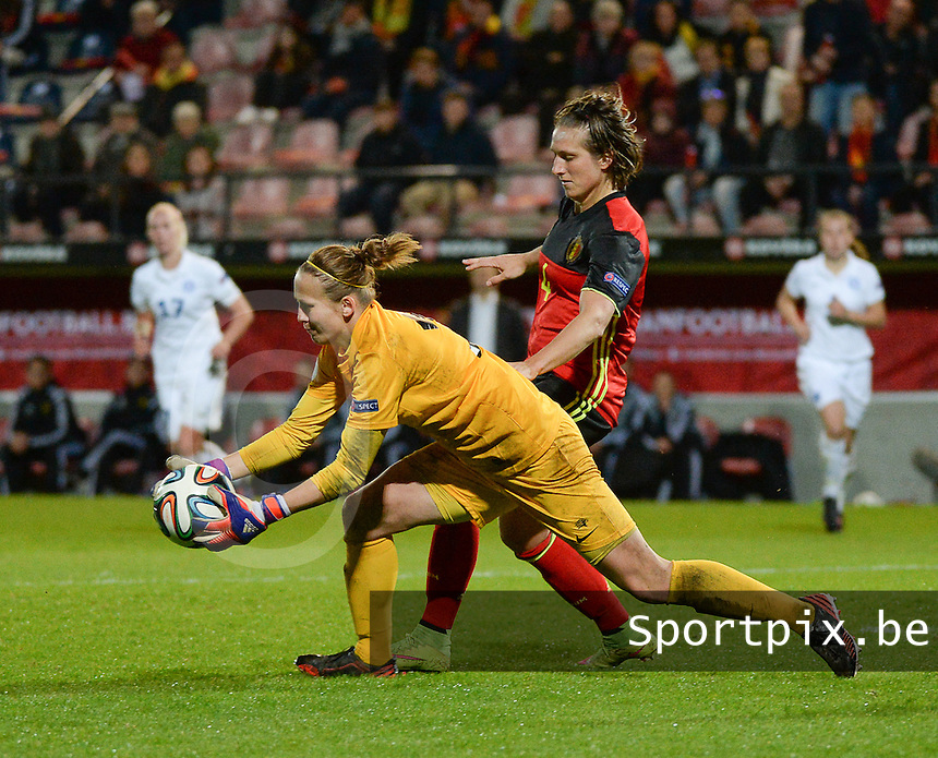 20160412 - LEUVEN ,  BELGIUM : Belgian Maud Coutereels (R) and Estonian Getter Laar (L) pictured during the female soccer game between the Belgian Red Flames and Estonia , the fifth game in the qualification for the European Championship in The Netherlands 2017  , Tuesday 12 th April 2016 at Stadion Den Dreef  in Leuven , Belgium. PHOTO SPORTPIX.BE / DIRK VUYLSTEKE