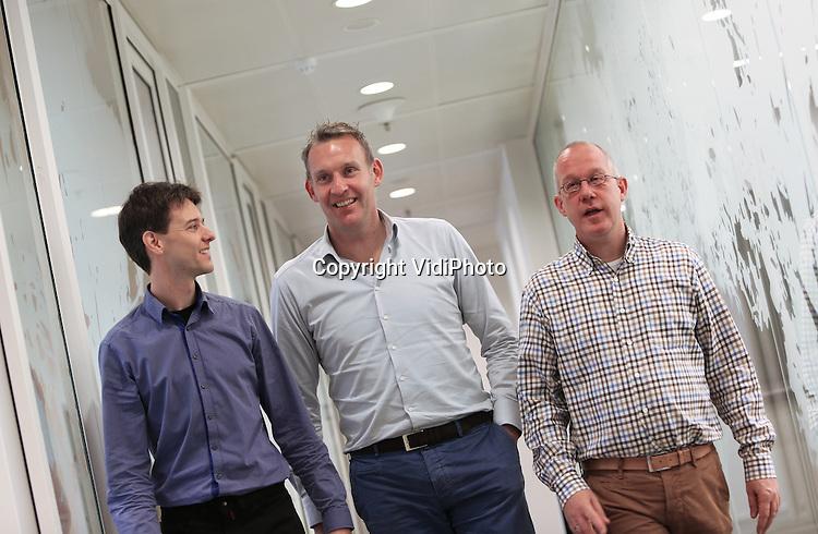 Foto: VidiPhoto<br /> <br /> NIJMEGEN - Marcus van der Ven en Karel Gelsing, specialisten risicobeheersing grote projecten van Royal HaskoningDHV in Nijmegen.