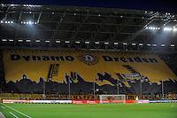 Fussball, 2. Bundesliga, Saison 2011/12, SG Dynamo Dresden - Fortuna Duesseldorf, Samstag (16.04.12), gluecksgas Stadion, Dresden. Dresdens Fans mit ueberdimensionalen Banner.