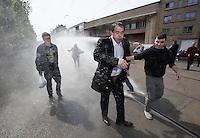 """Laurent Louis aspergé par les autopompes au """" congrès de la dissidence """" - Belgique"""