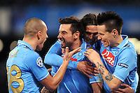FUSSBALL   CHAMPIONS LEAGUE   SAISON 2011/2012   21.02.2012 SSC Neapel - Chelsea  FC Ezequiel Lavezzi (Mitte) mit Edinson Cavani (Neapel)