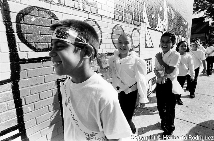 Mexican children attend the Telpochcalli primary school in a Chicago neigborhood, September 18, 1995. Hundreds of children from Mexico study in different primary schools while their parents work in the city . Photo by Heriberto Rodriguez