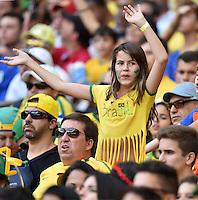 FUSSBALL WM 2014  VORRUNDE    Gruppe H     Belgien - Algerien                       17.06.2014 Falsche Spiel, trotzdem nett: Ein kleiner brasilianischer Fan