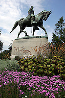 statue robert e lee downtown park spring flowers garden