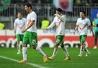 FUSSBALL   1. BUNDESLIGA  SAISON 2011/2012   18. Spieltag 1. FC Kaiserslautern - SV Werder Bremen        21.01.2012 Claudio Pizarro (li.) mit Mehmet Ekici (SV Werder Bremen)