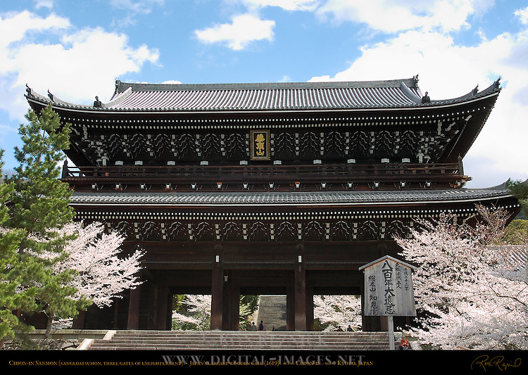 Sanmon Main Gate, Largest Wooden Gate in Japan, Sangedatsumon Three Gates of Enlightenment, Chion-in, Kyoto, Japan