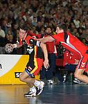 Handball Herren, Laenderspiel, UNIVERSA-CUP Hanns-Martin-Schleyerhalle Stuttgart (Germany) Nationalmannschaften, Deutschland - Tschechien Pascal Hens (GER) am Ball wird gehalten von Andrey Titkov (CZE)