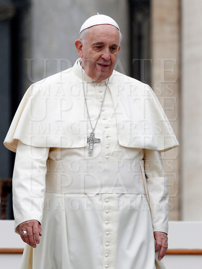 Papa Francesco lascia il sagrato al termine dell'udienza generale del mercoledi' in Piazza San Pietro, Citta' del Vaticano, 26 novembre 2014.<br /> Pope Francis leaves at the end of his weekly general audience in St. Peter's Square at the Vatican, 26 November 2014.<br /> UPDATE IMAGES PRESS/Riccardo De Luca<br /> <br /> STRICTLY ONLY FOR EDITORIAL USE