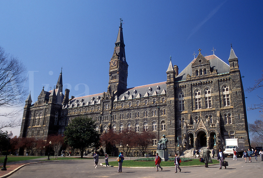 how to get to georgetown university by metro