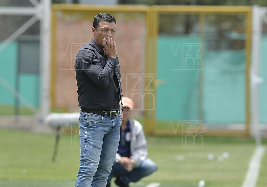 BOGOTA - COLOMBIA -16 -04-2016: Nilton Bernal técnico de Fortaleza FC gesticula durante partido contra Cortuluá por la fecha 13 de Liga Águila I 2016 jugado en el estadio Metropolitano de Techo en Bogotá./ Nilton Bernal coach of Fortaleza FC gestures during the match against Cortulua for the date 13 of the Aguila League I 2016 played at Metropolitano de Techo stadium in Bogota. Photo: VizzorImage / Gabriel Aponte / Staff.