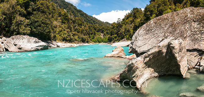 Beautifully turquoise Copland River with massive boulders, Westland Tai Poutini National Park, UNESCO World Heritage Area, West Coast, New Zealand, NZ
